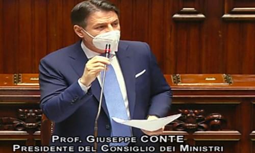Conte parla alla Camera: «Qui a testa alta. C'era bisogno di aprire una crisi?»