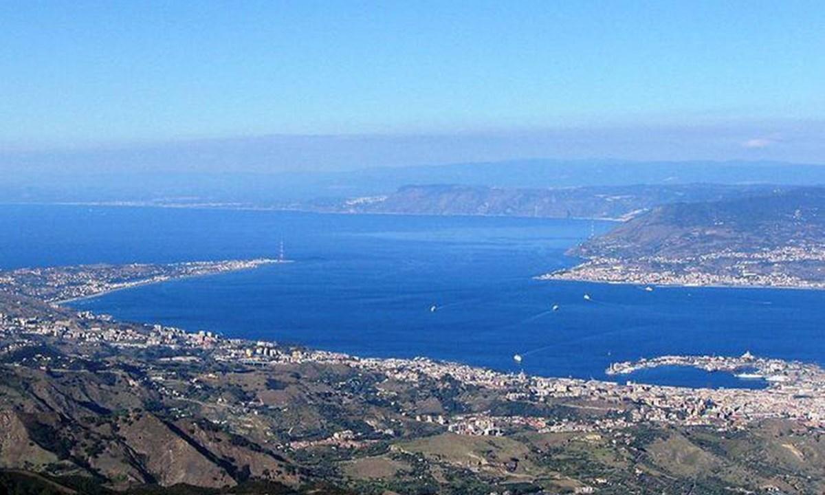 Lo stretto di Messina - foto ansa