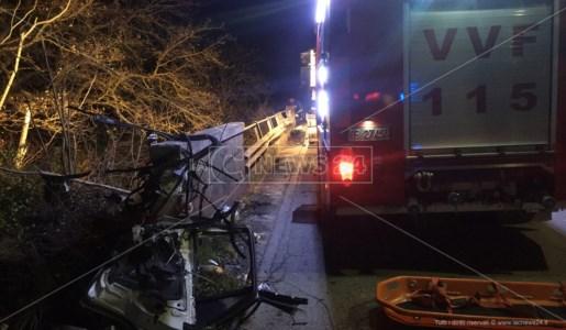 Castrovillari, volano con l'automobile giù da un ponte: ferite due persone