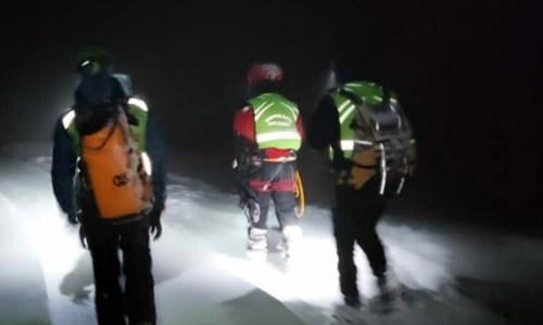 Due salvataggi in montagna del Soccorso Alpino: «Scegliete percorsi meno rischiosi»