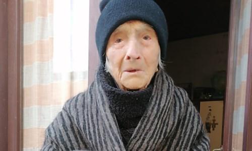 Vibo, la nonnina di 101 anni che fa colazione con pancetta e birra operata al femore