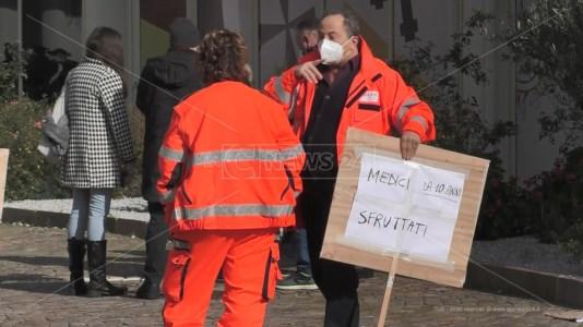 La protesta dei medici della centrale operativa del 118 di Catanzaro