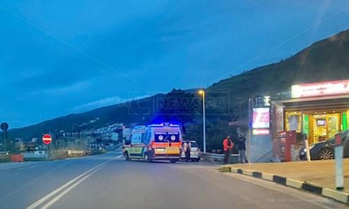 Incidente a Paola, scontro tra furgone e auto: donna incastrata tra le lamiere
