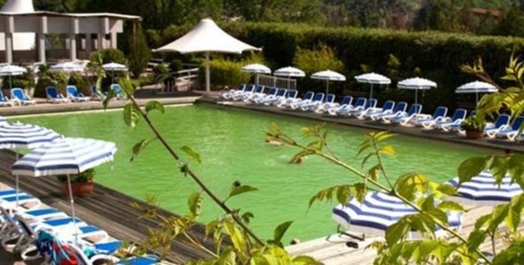 La piscina delle Terme Luigiane