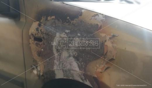 Roccella, fuoco all'auto di una dipendente comunale