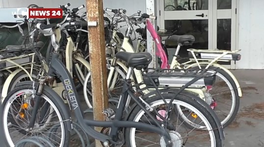 Crotone in bici, il Park and ride sprofonda nel degrado: video