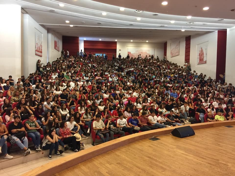 Gli studenti del liceo Telesio quando il Covid non esisteva (foto Facebook)