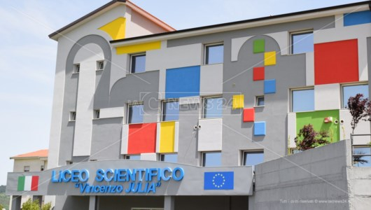 Acri, l'appello della preside del liceo Julia a Spirlì: «Rinviare l'inizio delle lezioni in presenza»