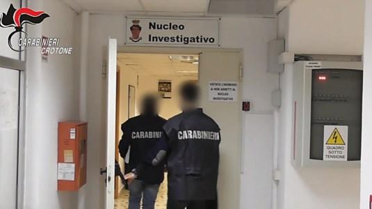 'Ndrangheta, blitz nella provincia di Crotone: 12 fermi della Dda per mafia e omicidio