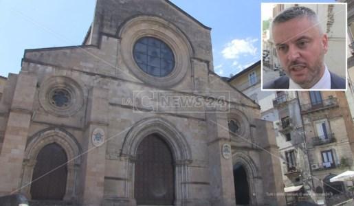 Il Duomo di Cosenza e, nel riquadro, Giacomo Mancini