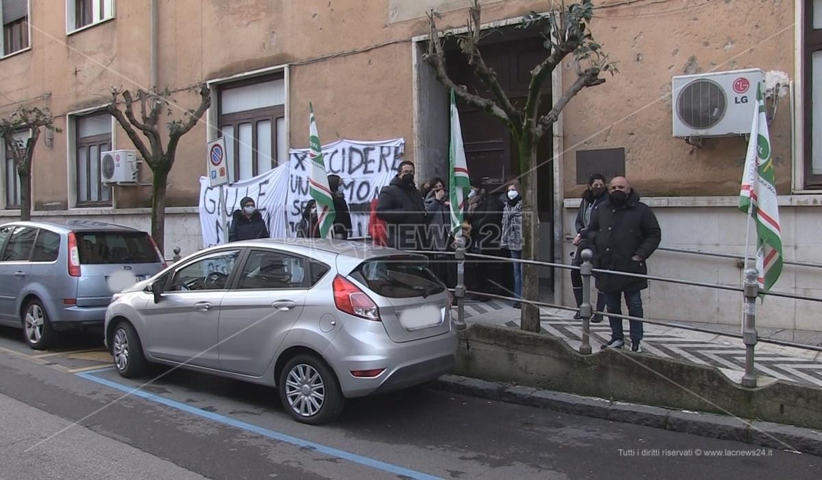 Il presidio di protesta dei lavoratori Adiss a Cosenza