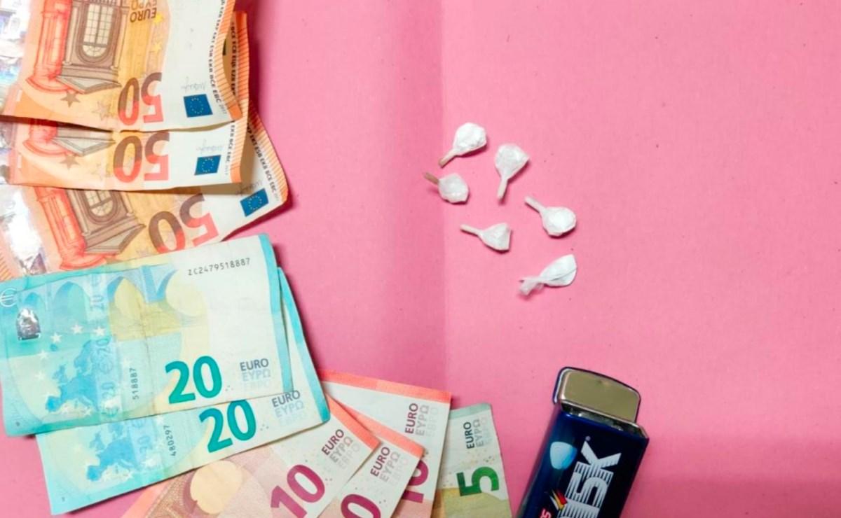 Cocaina e banconote sequestrate