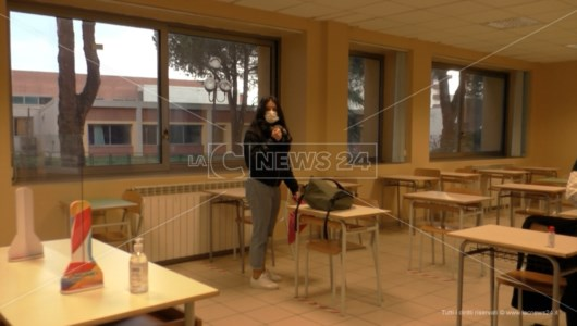 Scuola Calabria, effetto-ordinanza Spirlì: in diversi istituti le aule restano semivuote