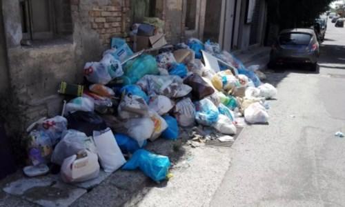 Caos rifiuti nel Reggino: verranno trasferiti in Puglia. Impianto mobile per l'organico