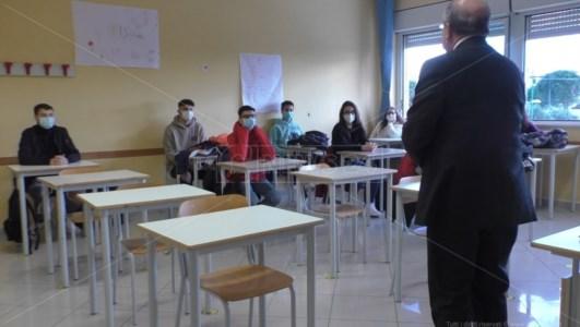 Catanzaro, aumentano i contagi nelle scuole: il sindaco chiude fino al 31 marzo