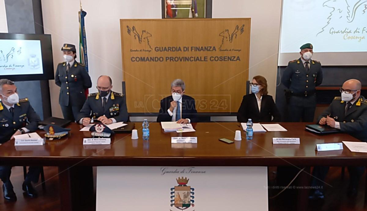 Asp Cosenza, bilanci falsi per ripulirli dai debiti: dirigenti indagati e allontanati dalla Calabria
