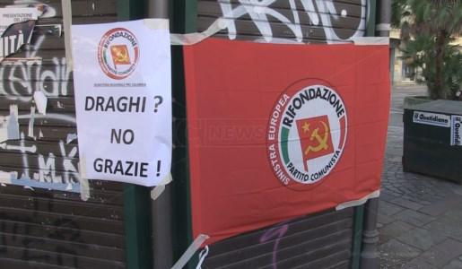Uno dei manifesti di contestazione a Mario Draghi affissi a Cosenza da Rifondazione Comunista