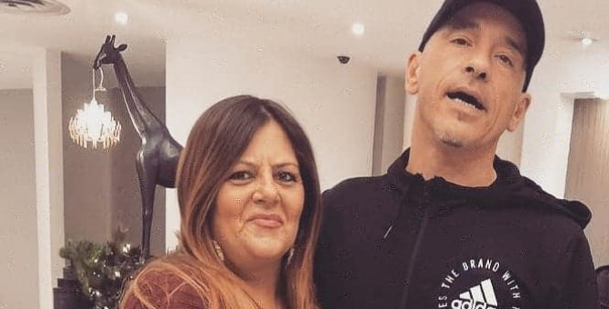 Patrizia Amendola abbracciata al suo idolo Eros Ramazzotti