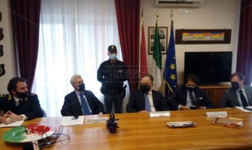 Il procuratore Gratteri durante la conferenza stampa