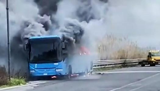 Bus va a fuoco lungo la tratta Palmi-Delianuova: nessun danno per i passeggeri