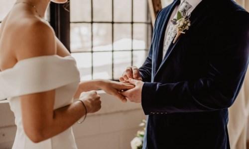 Matrimoni, niente limite al numero degli invitati ma per partecipare servirà il green pass