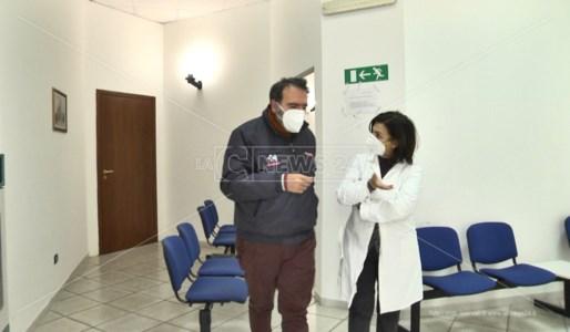 Vaccino Covid in Calabria, mondo della scuola dimenticato: «Non sappiamo tempi né modi»