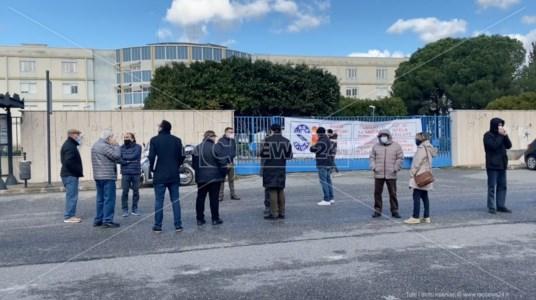 Ospedale Siderno, nuovo sit-in dei cittadini: «I soldi ci sono, l'Asp lo riapra»