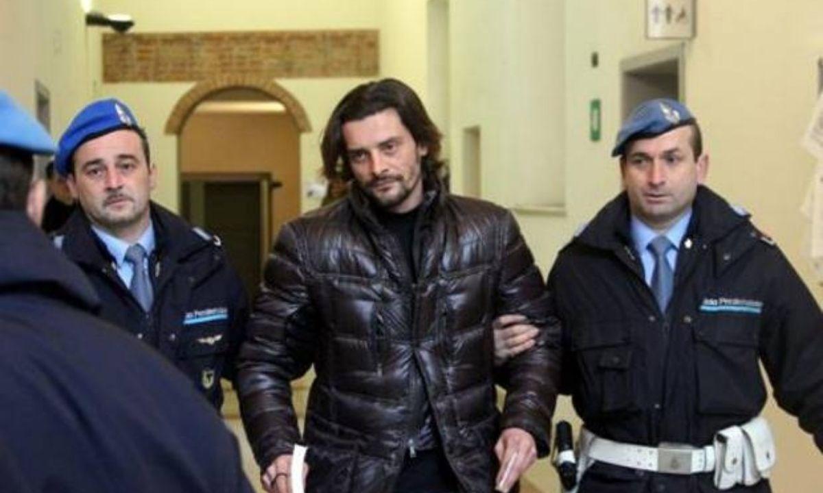 Luigi Sartor nel 2011, quando venne interrogato nelle indagini per il calcioscommesse. Ansa