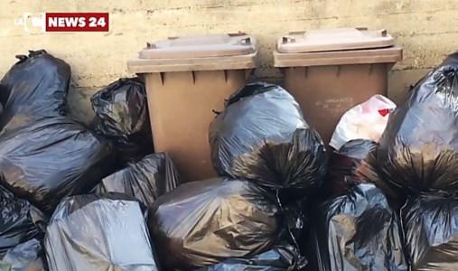 Discariche sature e raccolta a rilento, la Locride fa i conti con i rifiuti in strada