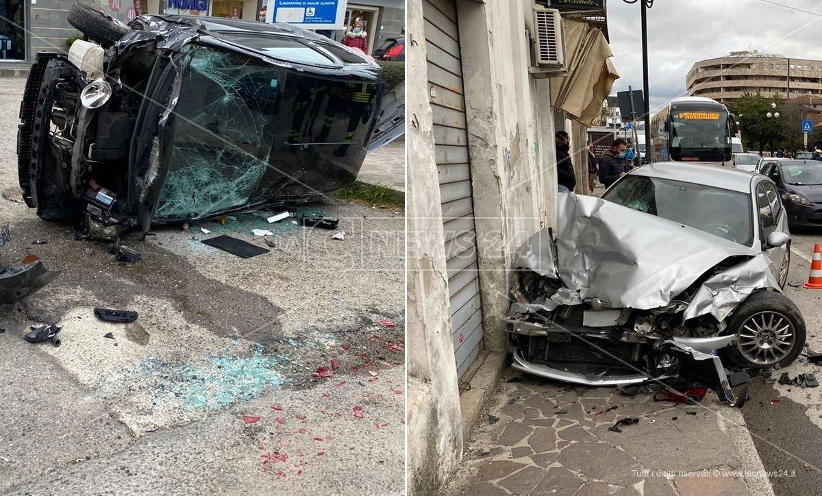 Le auto coinvolte nell'incidente a Rende