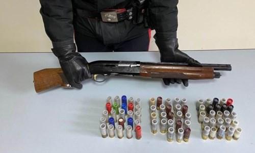 Maida, fucile e munizioni nascosti nel fienile: arrestato allevatore
