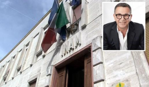La sede Asp di Cosenza e, nel riquadro, Maurizio Friolo