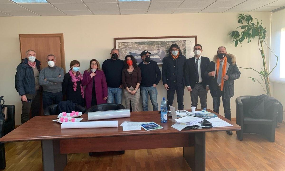 Tansi e la delegazione di Tesoro Calabria durante l'incontro con Andrea Agostinelli