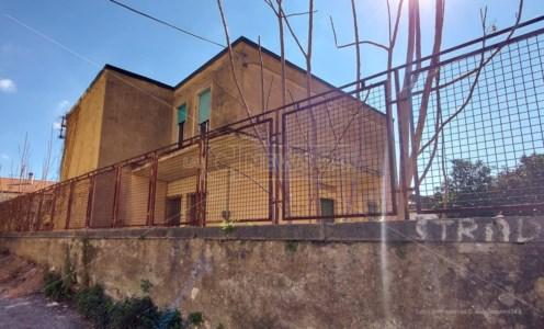 Lamezia: stabile dell'Asp abbandonato da quasi 20 anni, ma l'Azienda paga i fitti altrove