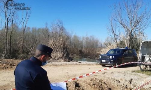 Cosenza, costruiscono un palazzo e gettano materiale da cantiere nel fiume Crati: sequestri