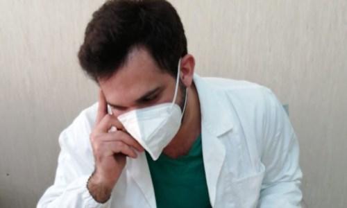 Covid, il giovane medico che a Lamezia tutti lodano: «Ecco come ha salvato mia madre»