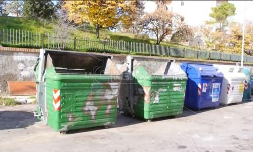 Rifiuti Crotone, in mille firmano una petizione per la riduzione della Tari