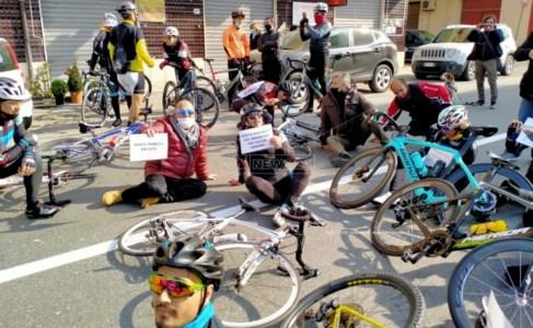 A Cariati protesta in bicicletta per chiedere la riattivazione dell'ospedale Cosentino