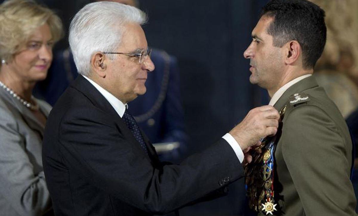 Il presidente Mattarella con il nuovo commissario Figliuolo (ansa)