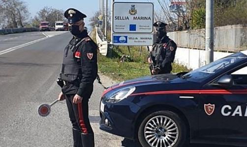 Minaccia e tenta di estorcere 5mila euro ad un artigiano, un arresto a Sellia Marina