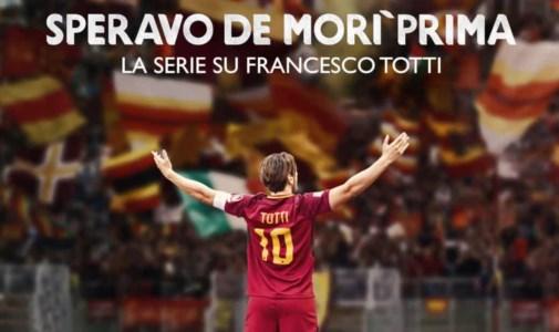 """""""Speravo de morì prima"""", così Totti diventa un esperimento ai confini della realtà"""