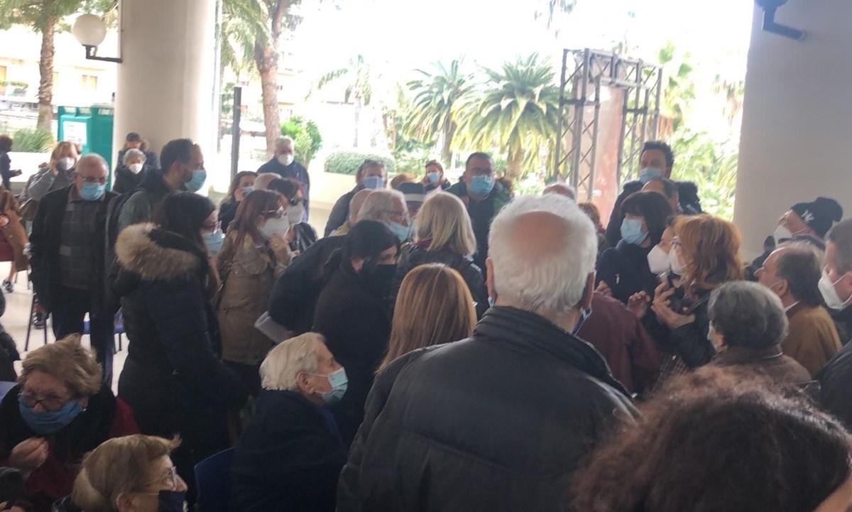 Il caos al Gom di Reggio Calabria durante la vaccinazione