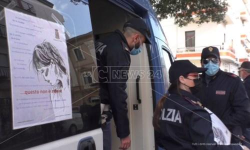 8 marzo, a Crotone il camper della Polizia in piazza per sensibilizzare contro la violenza