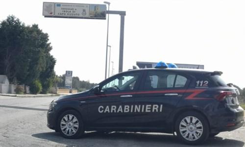 Isola Capo Rizzuto, lite in strada sfocia in accoltellamento: arrestato 73enne