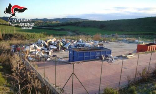 Rocca di Neto, irregolarità nella gestione dell'isola ecologica: una denuncia