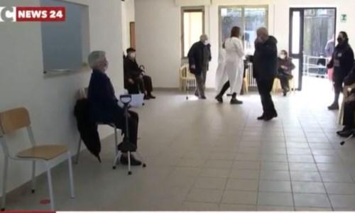 Vaccini Covid, ecco come è andato il primo giorno per gli over 80 del Vibonese