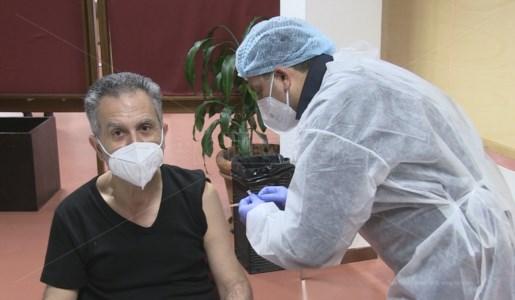 Il Magnifico Rettore Nicola Leone riceve la prima dose del vaccino Astrazeneca