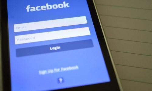 """""""Single"""" su Facebook, il tribunale gli addebitò la separazione. Gli avvocati: «Aveva tradito il coniuge»"""