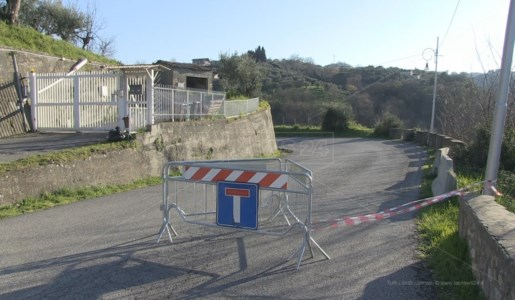La nuova segnaletica allestita in prossimità del luogo dell'incidente