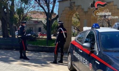 Villa San Giovanni, accoltella un giovane in piazza durante una lite: arrestato